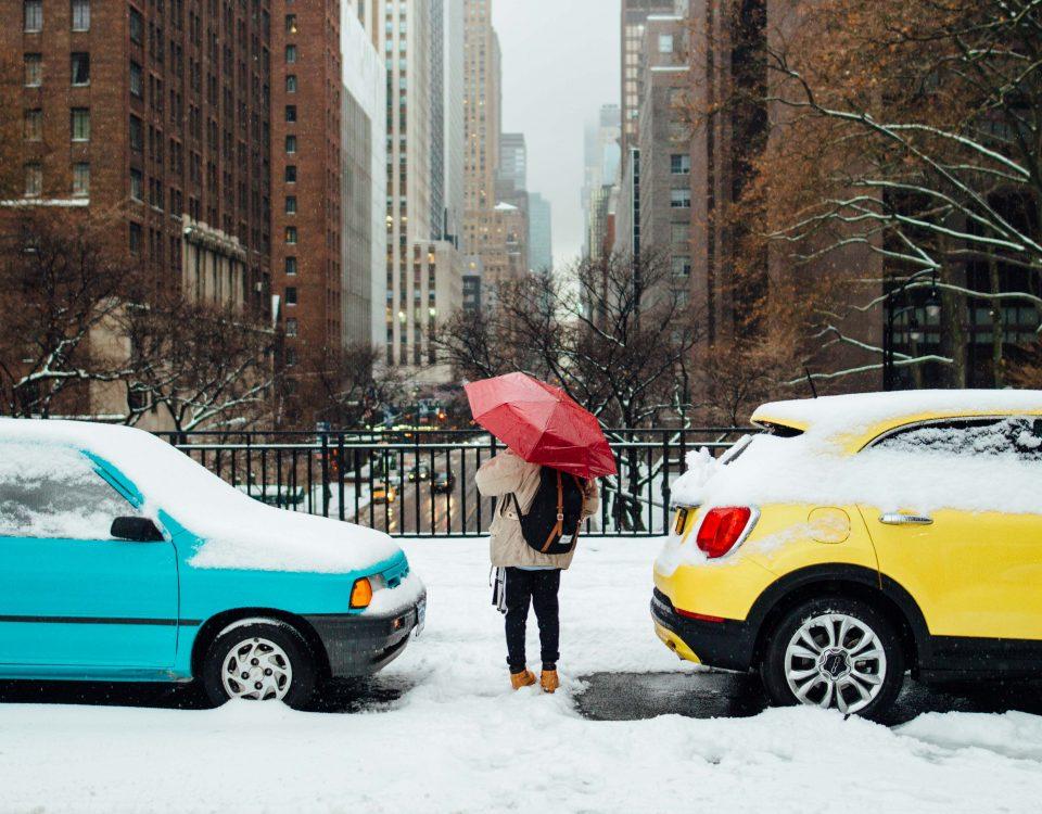 samochody w śniegu